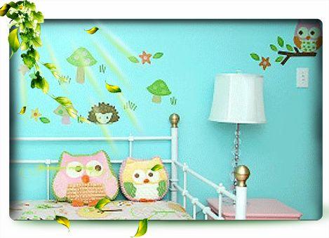 同时可以在墙壁上加上可爱的动物剪纸或者卡通图案的壁纸,这样才有