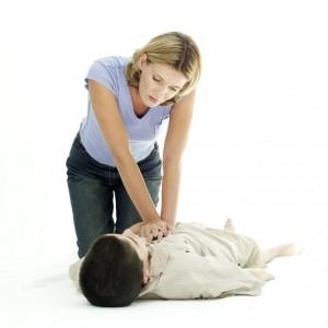 帮孩子脱险 家长要学心肺复苏术