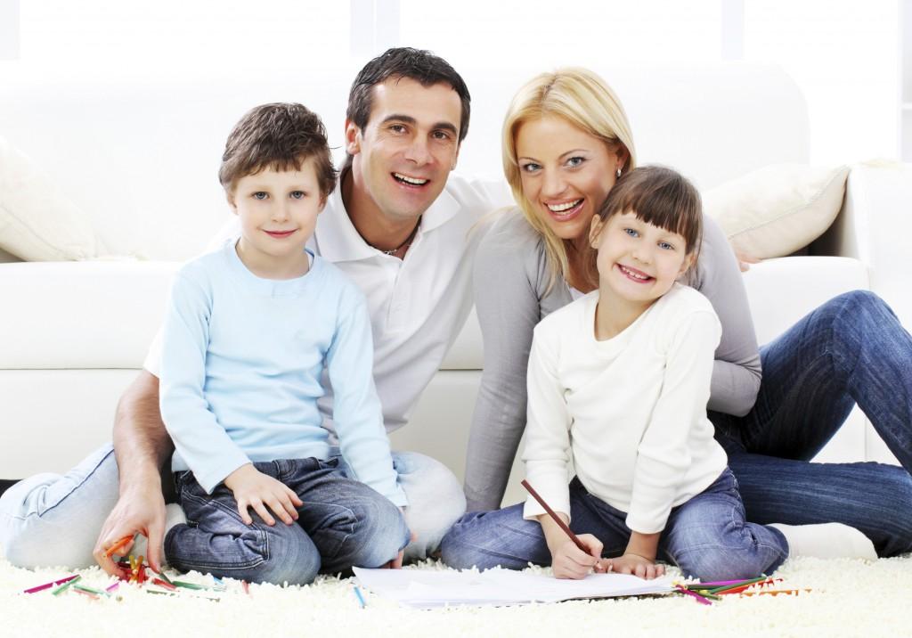 现代美国家庭在形式和结构上呈现出多元化的趋势