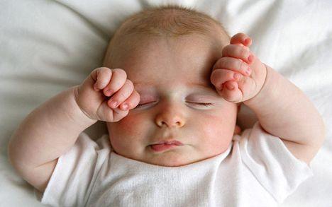 刚出生的婴儿不睡觉-刚出生十多天的宝宝怎么不睡觉!