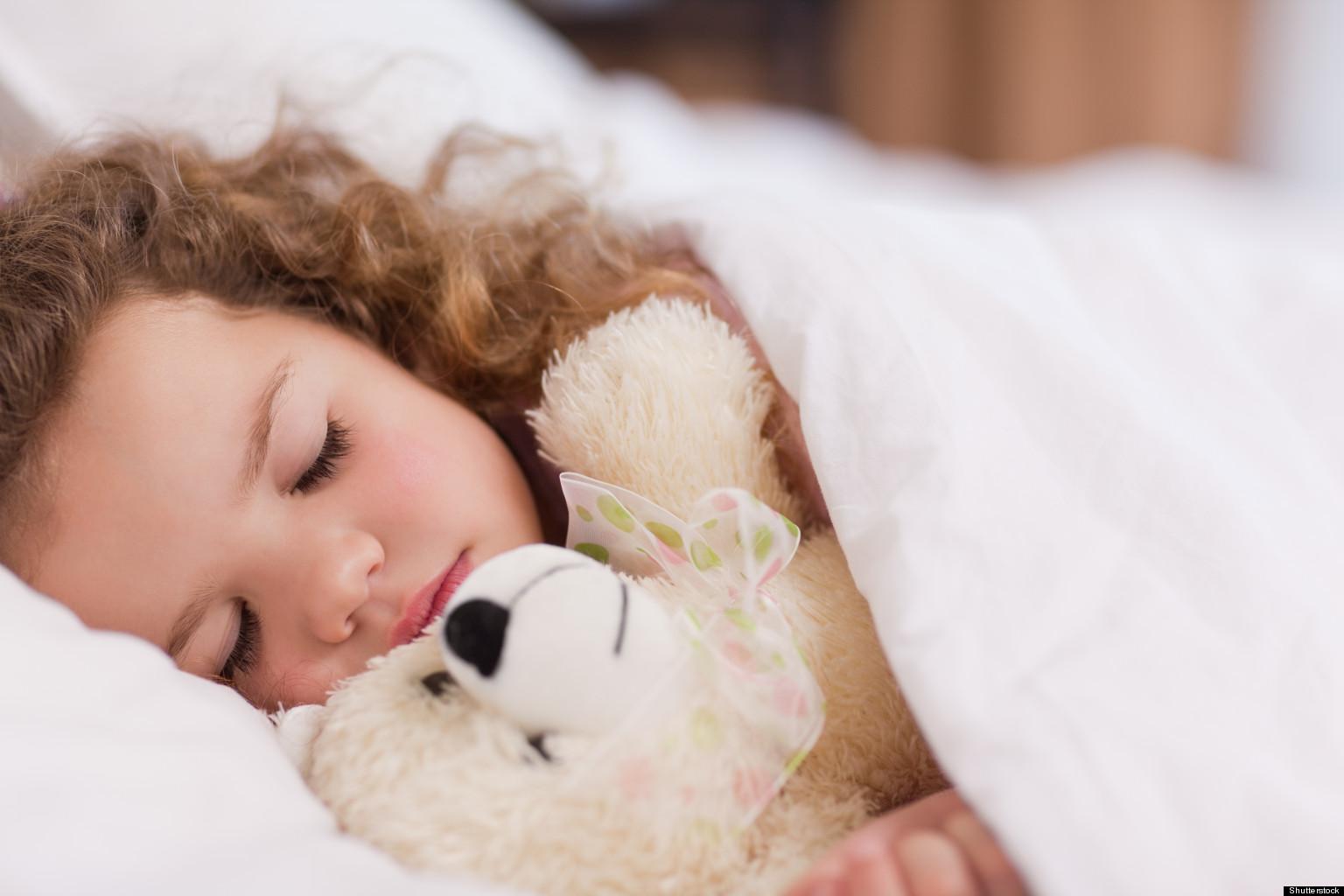 幼儿午睡 图片
