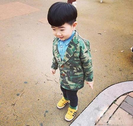 韩国单眼皮小男孩,喜感十足