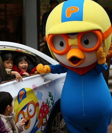 图片新闻 卡通人物出租车现身韩国 专供小朋友  孩子们都非常喜欢可爱