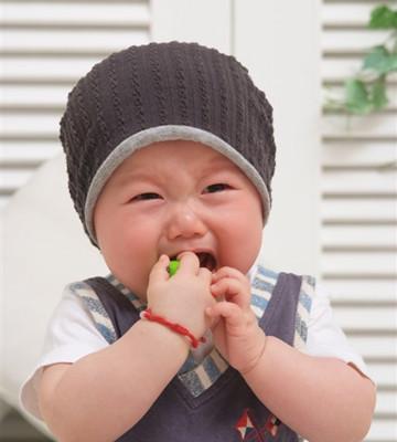 别给宝宝乱加衣,会生病的!