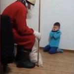 叔叔扮圣诞老人恐吓侄子 遭众人谴责