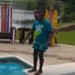 """爆笑!男童第一次跳水开启""""震动""""模式"""