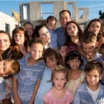 超级大户!美国一对夫妻养育十六名孩子