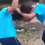 两女孩打架 母亲不制止还递刀