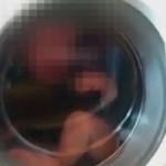 宝宝被丢洗衣机 保姆拍视频作乐