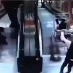 俄罗斯一男童狠心将弟弟推下扶梯,悲剧背后值得深思!
