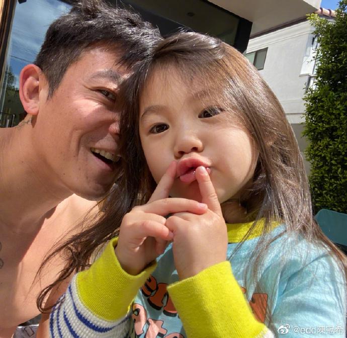 这样的男人怎么有点可爱~有女儿的爸爸都如此么?