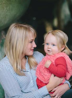 单手抱娃 宝宝至少要5个月